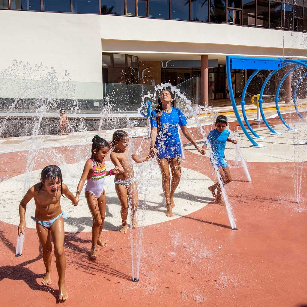 Ventajas de un splashpark Juegos de agua para todas las edades Que es un splashpark Isaba