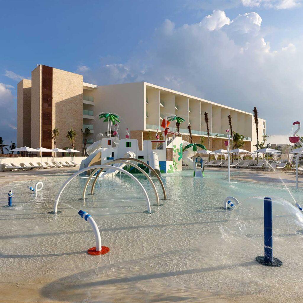 Equipamiento hotelero exterior Por que equipar tu hotel con una atraccion acuatica o un parque Isaba